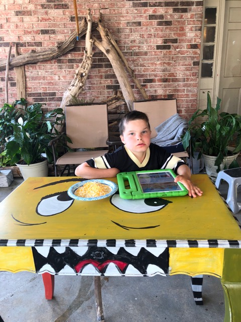 Solis Student Wins Desk From DAT DESK Grant